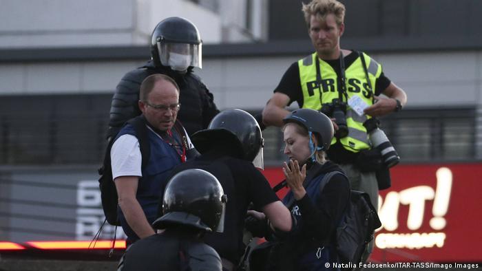 Полиция в Минске обыскивает журналистов, август 2020 г.