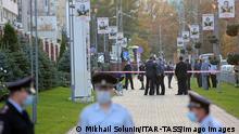 NIZHNY NOVGOROD, RUSSIA - OCTOBER 2, 2020: Policemen tape off the site where Koza press editor-in-chief Irina Slavina committed suicide, outside the nearby police department. Mikhail Solunin/TASS PUBLICATIONxINxGERxAUTxONLY TS0E9801