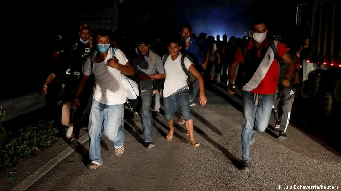 Foto simbólica de caravana de migrantes de Honduras