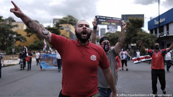 Fotode protestas contra el FMI en Costa Rica