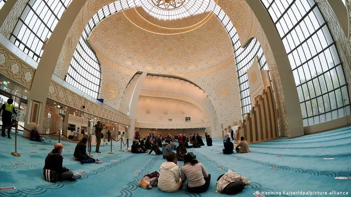Köln'deki Diyanet İşleri Türk İslam Birliği (DİTİB) Merkez Camii