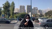 Iran |Coronavirus |Straßenszenen in Teheran (Muhammet Kursun/AA/picture-alliance)