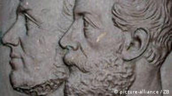 Denkmal von Moritz Schreber und Ernst J. Hauschild (Foto: picture-alliance/ dpa)