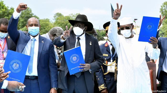 Representantes do Sudão (esq.), Sudão do Sul e Chade (dir.)