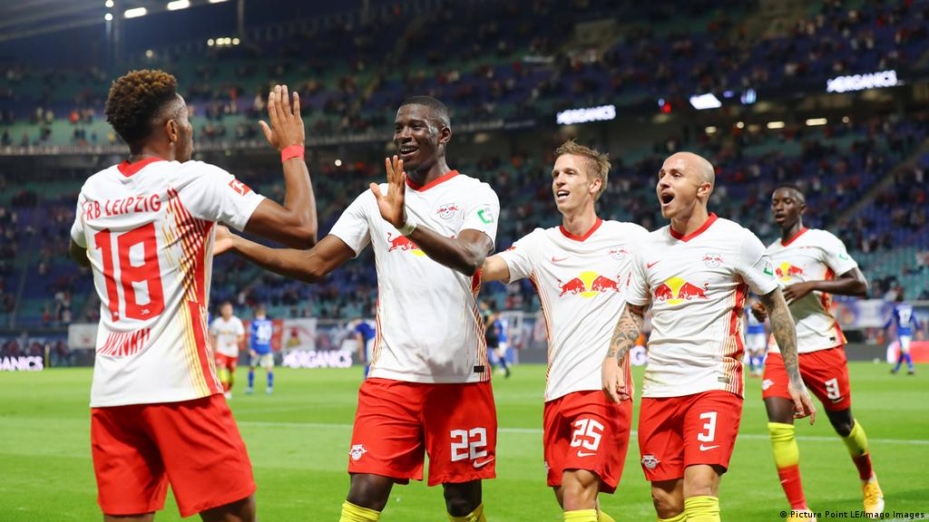 Rb Leipzig S Julian Nagelsmann Breaking With Tradition Ahead Of Manchester United Trip Sports German Football And Major International Sports News Dw 25 10 2020