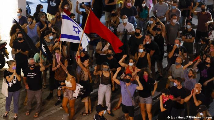 Участники акции протеста против Биньямина Нетаньяху