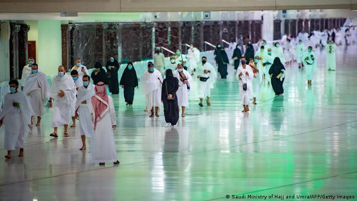 Saudi-Arabien Mekka | Erste Pilger nach Coronasperrung