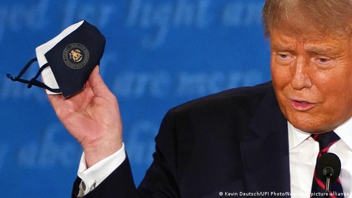 USA TV Debatte Donald Trump mit Maske (Kevin Deutsch/UPI Photo/Newscom/picture-alliance)