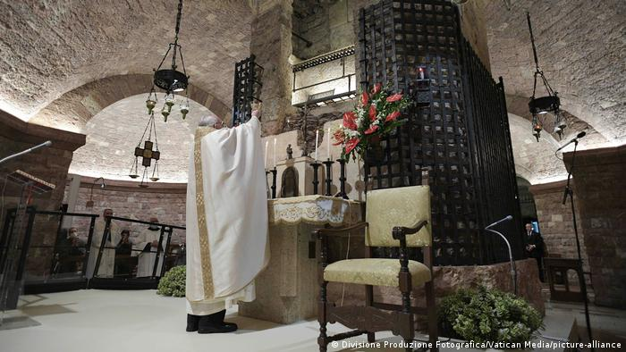 Italien Papst Franziskus in der Pilgerstadt Assisi (Divisione Produzione Fotografica/Vatican Media/picture-alliance)