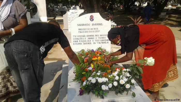 Familiares e amigos visitaram o túmulo de Amurane este domingo