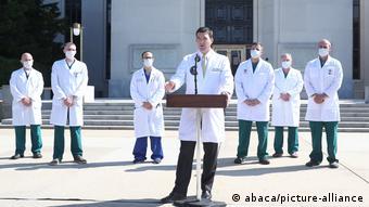 Αντιφατικές ήταν εν μέρει οι πληροφορίες που έδωσαν το Σαββατοκύριακο οι θεράποντες γιατροί
