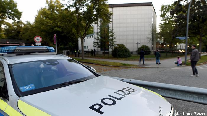 Полиция возле здания синагоги в Гамбурге