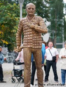 Памятник Горбачеву в Дессау-Рослау