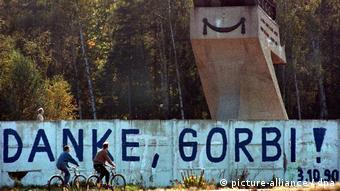 Слова благодарности Горбачеву на западной стороне Берлинской стены, октябрь 1990 года