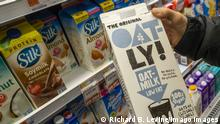 Plant-based milk in the supermarket in New York A discerning consumer chooses a half-gallon container of Oatly! brand oat-milk in the plant-based milk cooler in a supermarket in New York n Monday, April 16, 2018. ( PUBLICATIONxNOTxINxUSAxUK RichardxB.xLevine
