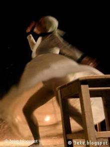 صحنهای از رقص زنان در جشنواره تئاتر ایرانزمین در اهواز که با اعتراضات شدیدی روبرو شد