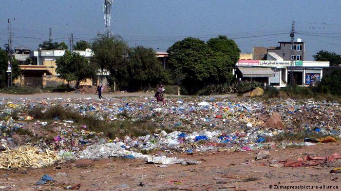 Trash piles up in Islamabad