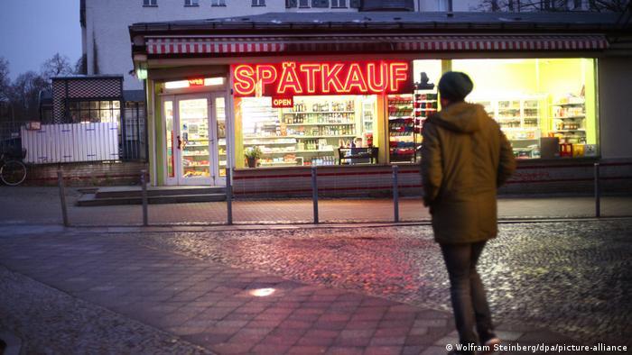 Suasana kios yang buka padam lam hari di Berlin
