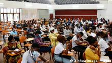 Tansania Corona l Studenten in einer Vorlesung in Nairobi