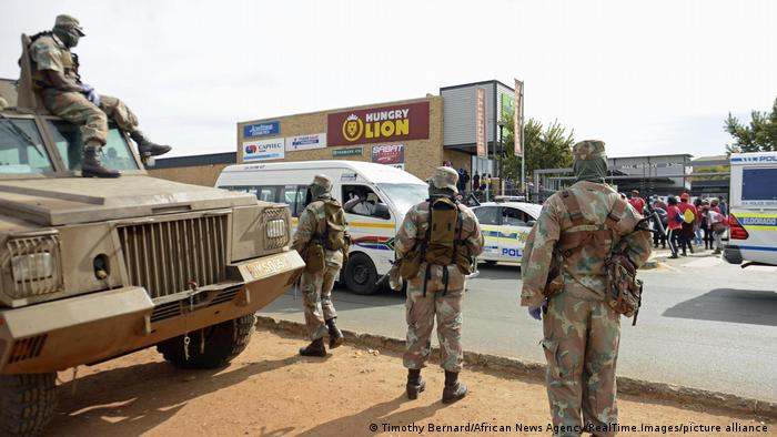 Policiais sul-africanos em Joanesburgo