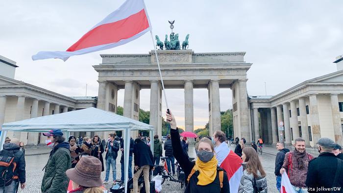 Акция в Берлине перед Бранденбургскими воротам, 5 октября 2020 года