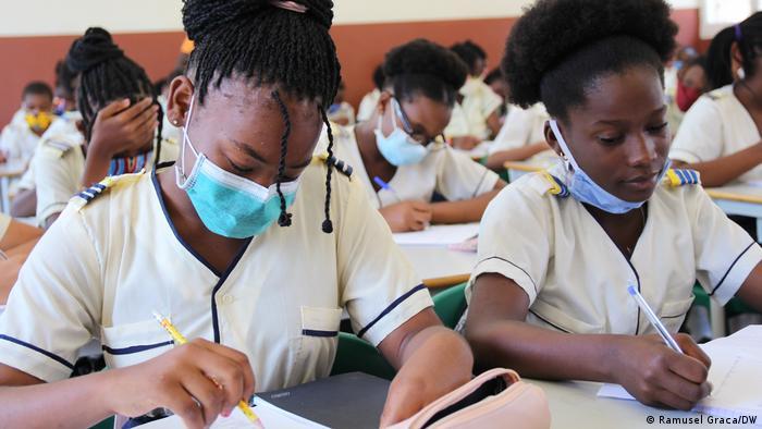 Alunos de São Tomé e Príncipe podem ter aulas de alemão nos ensinos público e privado