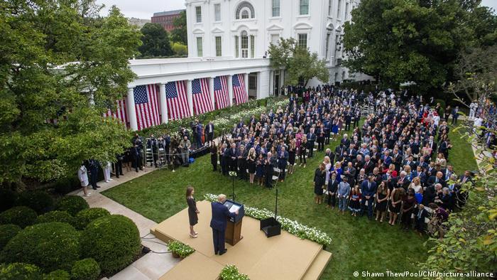 USA Trump I Coney Barret I US Supreme Court (Shawn Thew/Pool/CNP/picture-alliance)