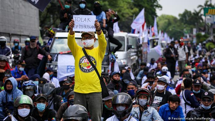 Aksi Tolak Omnibus Law di Indonesia