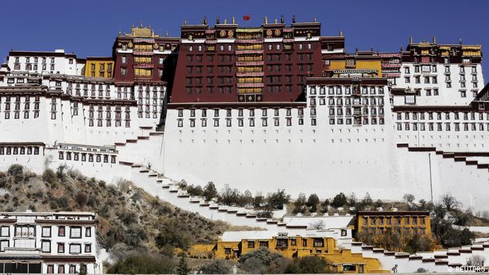 Istana Potala di Lhasa, ibukota daerah otonomi Tibet, Cina.