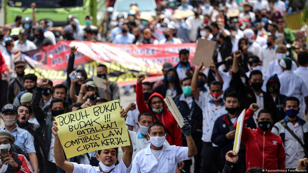 Silang Pendapat Pengesahan Ruu Cipta Kerja Indonesia Laporan Topik Topik Yang Menjadi Berita Utama Dw 07 10 2020