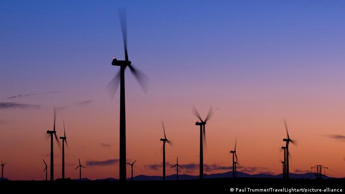 Tenaga angin adalah salah satu sumber energi terbarukan
