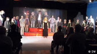 نمایشنامهای با ۵۰ نقش و ۲۰ بازیگر
