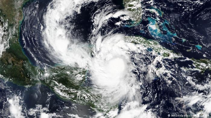 Mexiko Orkan Delta (NASA/dpa/picture-alliance)