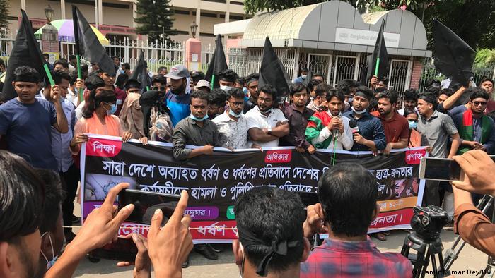 Bangladesch l Anhaltende Proteste gegen sexuelle Gewalt und Folter an Frauen (Samir Kumar Dey/DW)