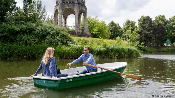 A Magdeburg tourist rowig on a boat on lake Adolf-Mittag-See (Andreas Lander)