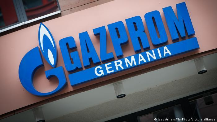 Эмблема Gazprom Deutschland в Берлине
