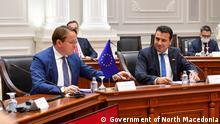 Nord-Mazedonien Skopje Sitzung der Regierung mit dem Europäischen Kommissar Oliver Varhelyi