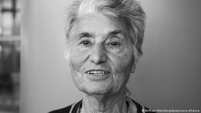 Schwarz-weiß Foto von Ruth Klüger.
