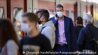 Υποχρεωτική η χρήση μάσκας και στις πλατφόρμες