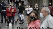 Italien Rom Touristen mit Maske