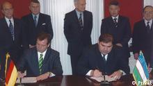 Unterzeichnung des Abkommens Ueber die Nutzung des Flughafens Termez, Usbekisatan