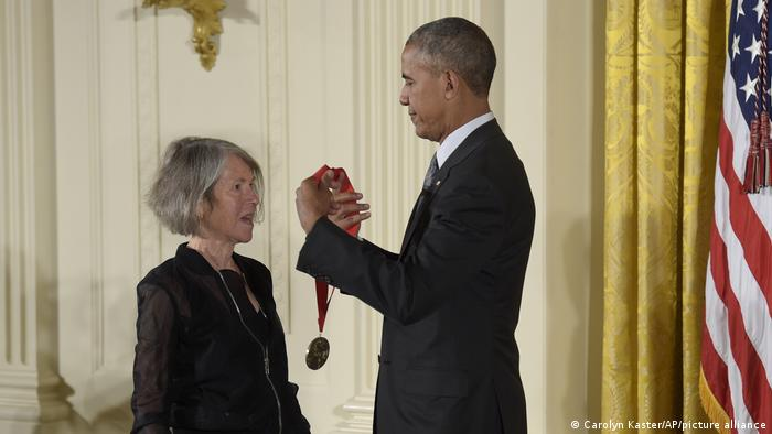 President Barack Obama presents poet Louise Gluck with the 2015 National Humanities Medal during a ceremony in the East Room of the White House in Washington in 2016 (Carolyn Kaster/AP/picture alliance)