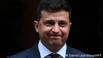 Володимир Зеленський хоче запитати в українців, чи варто порушувати тему Будапештського меморандуму на міжнародному рівні