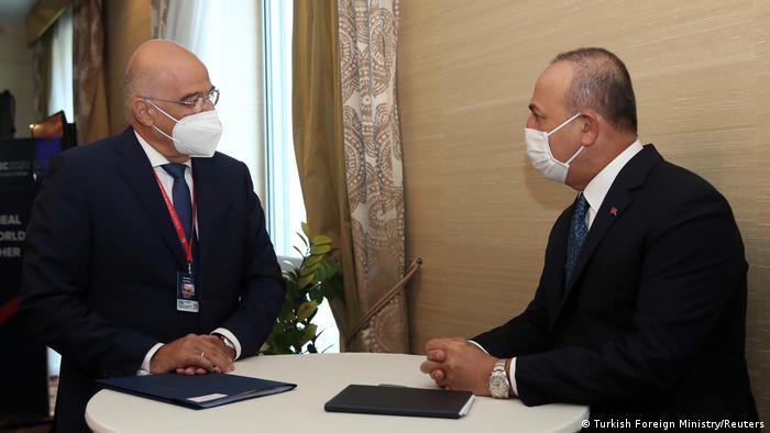 Slowenien Bratislava | Treffen Außenminister Griechenland und Türkei | Dendias (L) und Cavusoglu