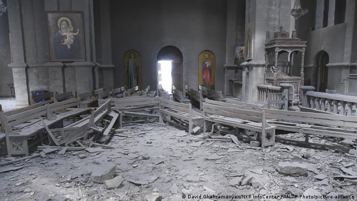 Zerstörter Innenraum der Ghasantschezoz-Kathedrale (David Ghahramanyan/NKR InfoCenter PAN/AP Photo/picture-alliance)