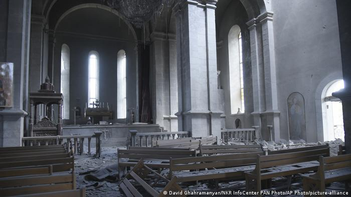 Berg-Karabach Schuscha | Zerstörung in der Ghasantschezoz-Kathedrale (David Ghahramanyan/NKR InfoCenter PAN Photo/AP Photo/picture-alliance)