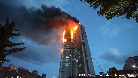 Südkorea I Hochhausbrand in Ulsan (Kim Yong-tae/Yonhap/picture-alliance)