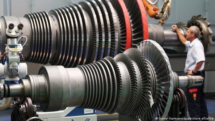 Deutschland Corona-Krise - offengelegte Dampfturbine im Siemens-Werk (Daniel Karmann/dpa/picture-alliance)
