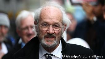 John Shipton, el padre de Julian Assange, lucha para que su hijo no sea extraditado a EE. UU., advirtiendo sobre el estado de salud del fundador de WikiLeaks.