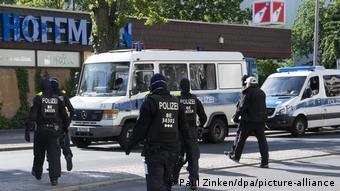 Οι αστυνομικές έφοδοι γίνονται πλέον συστηματικά